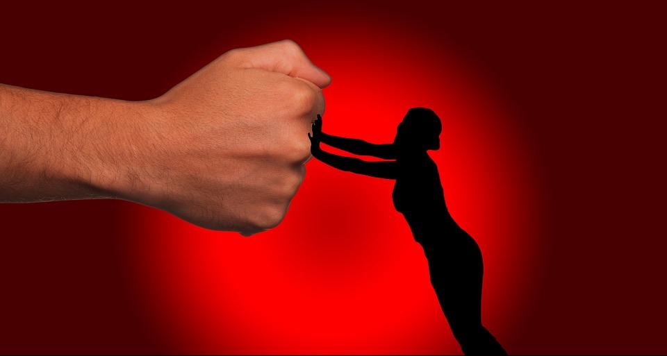 Stalking reato e processo penale: quando si configura e come tutelarti